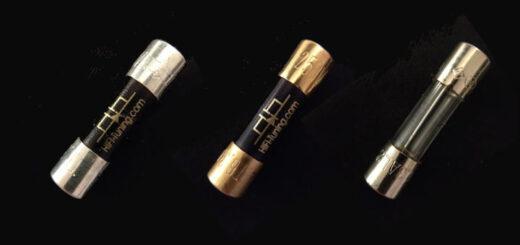 Silber, Kupfer, Blech: Die Feinsicherungen von HiFi-Tuning machen allein schon optisch mehr her als die Massenware (rechts)